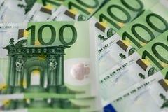 Primer de 100 billetes de banco euro Foto de archivo libre de regalías