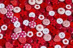 Primer de botones coloridos brillantes en fondo Imágenes de archivo libres de regalías