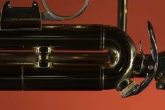 Primer de cobre amarillo de la macro de la trompeta fotos de archivo