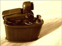 Primer de cobre amarillo viejo del mechero fotografía de archivo
