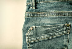 Primer de costura del estilo del vintage de los tejanos del bolsillo trasero Imagen de archivo libre de regalías