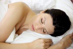 Primer de dormir hermoso de la mujer Imagen de archivo libre de regalías
