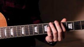 Primer de fingeres de tocar la guitarra acústica
