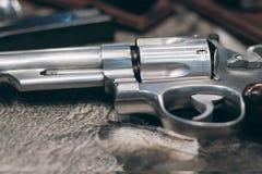 Primer de la arma de mano potente Arma de mano del revólver de la pistola fotos de archivo libres de regalías