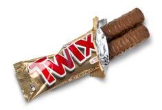 Primer de la barra de chocolate desempaquetada del caramelo de Twix imagen de archivo libre de regalías