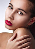 Primer de la belleza con los labios rojos Fotos de archivo