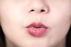 Primer de la boca de la chica joven bonita Fotos de archivo libres de regalías