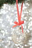 Primer de la bola de cristal de la Navidad fotografía de archivo libre de regalías