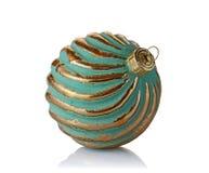 Primer de la bola de oro de la Navidad del vintage de lujo hermoso Fotografía de archivo