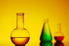 Primer de la botella con el líquido amarillo Imágenes de archivo libres de regalías