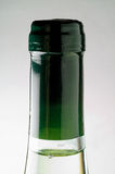 Primer de la botella del vino blanco (cuello) Fotografía de archivo libre de regalías