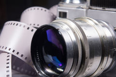 Primer de la cámara vieja de la foto con color metálico Fotos de archivo
