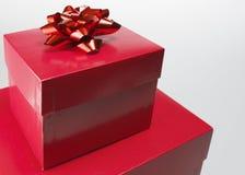 Primer de la caja de regalo roja fotos de archivo