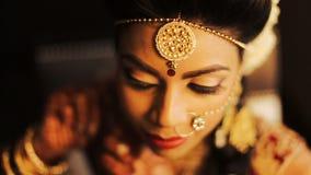 Primer de la cara de la novia india hermosa metrajes