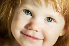 Primer de la cara sonriente del niño Imagen de archivo