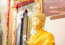 Primer de la cara y de las manos de la imagen del ` s de Buda Fotos de archivo
