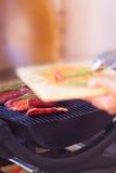 Primer de la carne fresca del filete que se prepara en parrilla Imagenes de archivo
