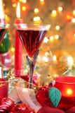 Primer de la chuchería, de la vela y del vino rojo. Fotos de archivo