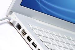 Primer de la computadora portátil blanca Foto de archivo libre de regalías