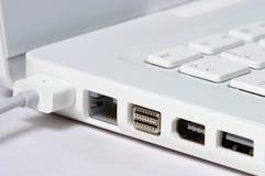 Primer de la computadora portátil blanca Imagen de archivo libre de regalías