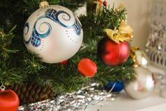 Primer de la decoración del árbol del Año Nuevo Foto de archivo