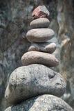 Primer de la escultura de la roca, ensenada de Kynance, Cornualles, Reino Unido fotografía de archivo