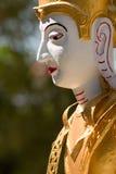 Primer de la estatua septentrional tailandesa de dios, Chiang Mai, Tailandia Foto de archivo