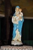 Primer de la figurilla con imagen de nuestra señora que detiene al muchacho Jesús Imagen de archivo