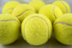Primer de la formación de las pelotas de tenis Fotos de archivo
