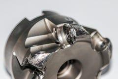 Primer de la fresa indexable dañada para la fresadora del CNC imagen de archivo