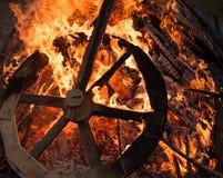 Primer de la hoguera del villancico de la Navidad y rueda ardiente Fotos de archivo libres de regalías