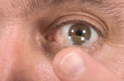 Primer de la lente de contacto y del ojo 2 Imagen de archivo libre de regalías