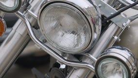 Primer de la linterna y del motor, vehículo de acero de la moto con caballos de fuerza de la abundancia almacen de metraje de vídeo