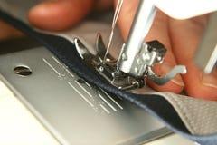Primer de la máquina de coser Fotos de archivo libres de regalías