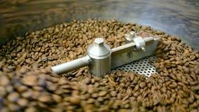 Primer de la máquina del mezclador del café, macro de la tecnología, almacen de metraje de vídeo