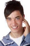 Primer de la música que escucha mp3 del varón joven encantador Foto de archivo libre de regalías