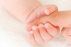 Primer de la mano del bebé Foto de archivo libre de regalías
