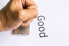 Primer de la mano que sella el documento con el sello de goma Imágenes de archivo libres de regalías