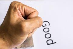 Primer de la mano que sella el documento con el sello de goma Imagen de archivo libre de regalías