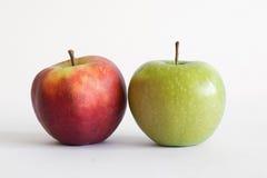 Primer de la manzana roja y verde Fotografía de archivo