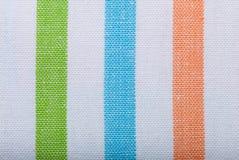 Primer de la materia textil rayada colorida como fondo o textura Fotografía de archivo