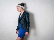 Primer de la muchacha de la moda de los jóvenes Imagenes de archivo