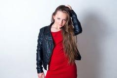 Primer de la muchacha de la moda de los jóvenes Imágenes de archivo libres de regalías