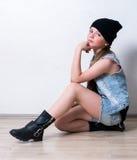 Primer de la muchacha de la moda de los jóvenes Fotos de archivo