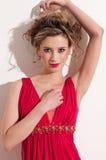 Primer de la muchacha hermosa con el maekeup rojo de la voga Fotografía de archivo libre de regalías