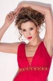 Primer de la muchacha hermosa con el maekeup rojo de la voga Foto de archivo