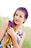 Primer de la muchacha modelo en la playa imagen de archivo