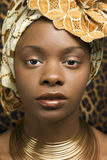 Primer de la mujer joven del afroamericano en Tradit imagen de archivo libre de regalías
