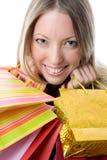 Primer de la mujer joven feliz en una juerga de compras. fotos de archivo libres de regalías