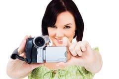 Primer de la mujer que sostiene la cámara de vídeo casera Imagenes de archivo